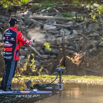 Thrift Wins Qualifying Round at MLF in Raleigh